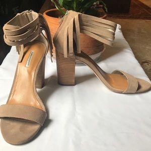 BCBG Cydney Block Heel Sandal size 9 tan
